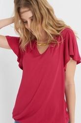 תמונה של חולצת שרוול קצר עם פרטים זהובים
