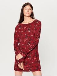 תמונה של שמלה עם הדפס פרחים